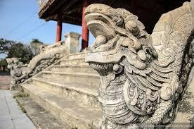 Dragão na entrada 40 da Cidade Imperial em HUE, Vietnam